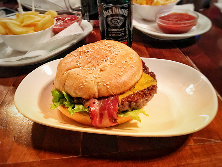 The Lynchburger - Mac Tire Pub Banja Luka