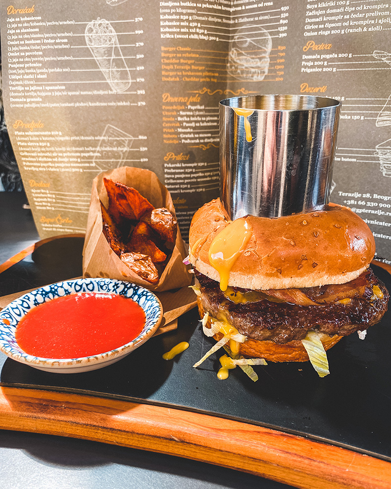 Cheddar Burger - Gradska pivnica Terazije, Beograd