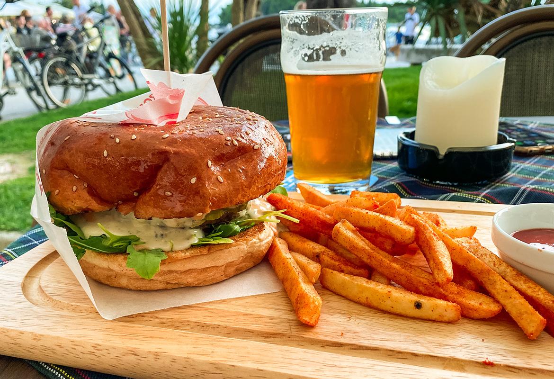 Bovie Blue Burger – Harat's Irish Pub, Rovinj